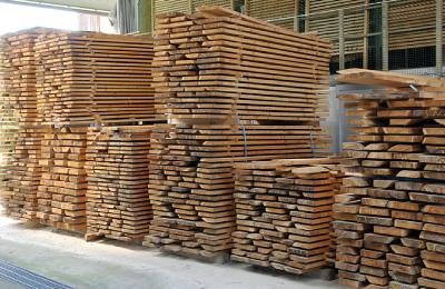 原木の仕入れ・乾燥